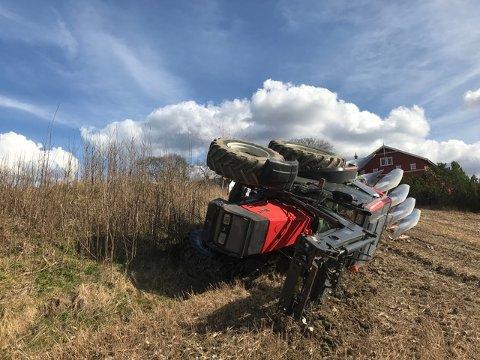 Maren Hersleth Holsen kom uskadd fra velten med gårdstraktoren søndag.