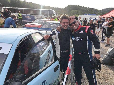 TAKKER: Jonas Dalseth Jacobsen (t.v.) fikk låne bilen til Ola Frøshaug i helgens NM-runde i rallycross. Det kunne ikke ha gått så mye bedre. 25-åringen vant nemlig løpet og leder nå NM.