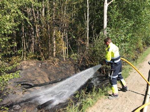 Tidligere i sommer tok det fyr i Askim. Tidlig og stor innsats fra brannvesenet hindret en større skogbrann.
