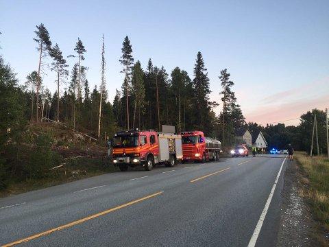 Nødetatene rykket ut til meldingen om skogbrannen.