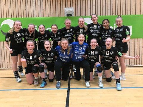 Flykaos og venting hindret ikke de 15 og 16 år gamle Eidsberg-jentene i å vinne sin første håndballkamp i Molde.