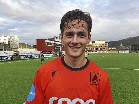 NY KONTRAKT: Henrik Udahl (22) fra Eidsberg var med å rykke opp til OBOS-ligaen med Åsane denne sesongen. Nå har han skrevet ny kontrakt med bergensklubben.