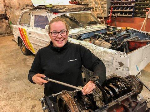 Biler i Trøgstad: Anne Kristoffersen (16) trives i Bilcross-miljøet i Trøgstad.