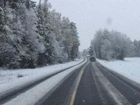 Meteorologisk institutt melder først nedbør i form av snø i Indre Østfold. Så går det over til å bli regn og sludd.