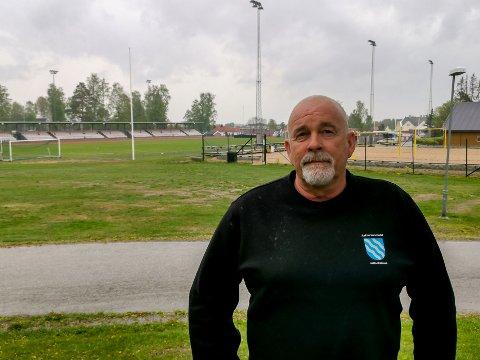 Banemester i Askim Bengt Pettersen er bekymret for idrettsanleggenes fremtid, når Indre Østfold kommune blir til.