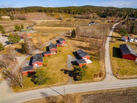 En kjøper med dype lommer kan også rive husene og bygge nytt i henhold til kommunens reguleringsplan.