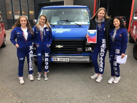 BELØNNET: Melina Karlsen (18), Andrea Krog (18), Ninna Bækgaard (19) og Gabriella Berge (18) fikk 6.000 kroner.