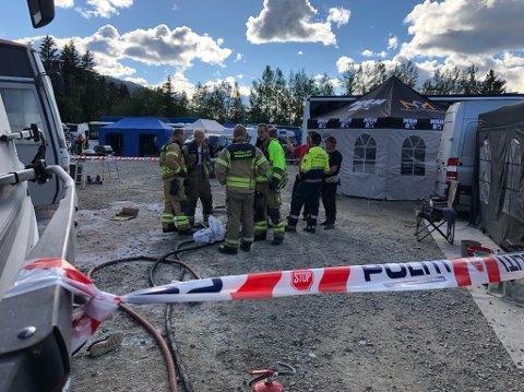 RASKT TIL STEDE: Brannvesenet hadde mannskaper på Vinjarmoen og var raskt på plass etter at det tok fyr i utstyret til NMK Trøgstad.