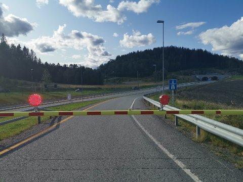 E18 er stengt mellom Askim og Spydeberg på grunn av en punktering.