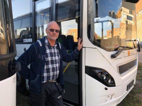RAMMET IGJEN: Nils Arild Martinsen, medeier i selskapet Busspart Norge, er rammet av hærverk for tredje gang på under et år. Denne gangen har tre ungdommer tømt brannslukkingapparater i sju busser.