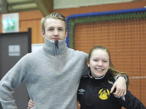 TRENER: Hedda Kiserud trives med å ha storebror Philip Kiserud som trener på volleyballaget.