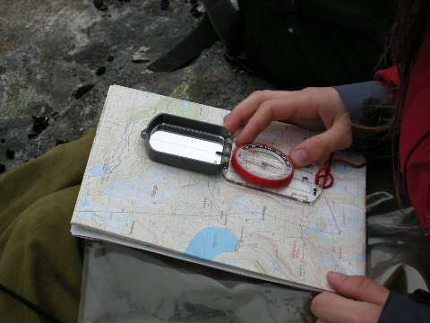 Breheimen august 2007 Ung jente på tur i fjellet. Fjelltur.  Kart og kompass. Foto: Solveig Vikene / NTB NB! Modellklarert