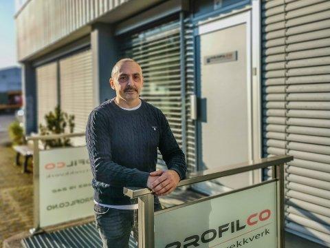 FerminBjerke Rodriguez utenfor Profilcos lokaler på Ringvoll. Bedriften fikk i fjor Gaselle-utmerkelsen av Dagens Næringsliv.
