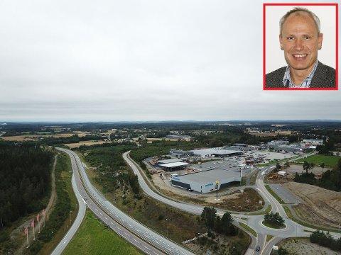 Interessen har vært stor for Handelsbyggs tomt på Slitu. Daglig leder Tore Arntzen (innfeldt) forteller at 40-45 mål allerede er reservert.