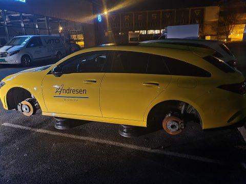 TYVERI: Slik så det ut etter at tyvene hadde vært på besøk hos Andresen Bil søndag kveld.