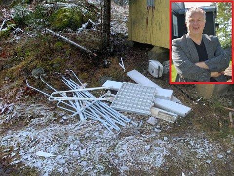 Denne haugen med gammelt tral er et av flere steder på området hvor det ligger søppel. Hans Petter Ringstad (innfeldt) synes det er dumt folk kaster søpla si på området.