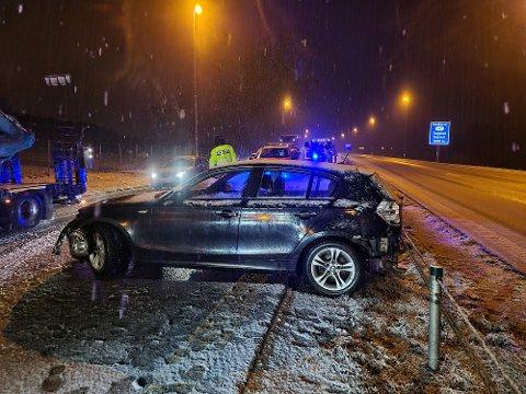 En bil snurret rundt på E18 i Askim mandag kveld.