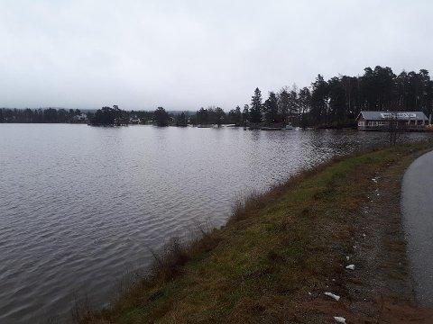 FLOMFARE: Det er mye vann i Rødenessjøen.