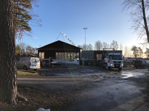 Folk følger med: Da taket på det nye Parklokalet var på plass, kom også de første bestillingene.