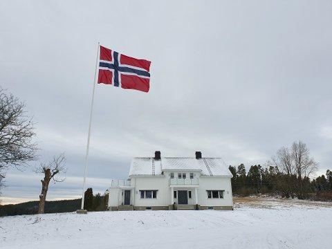 Til topps: Det ble flagget på Søndre Opsal etter at dommen fra lagmannsretten var klar.