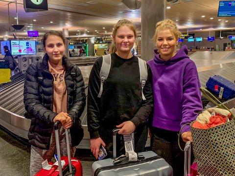Sena Gundogar (17, f.v.), Vilde Karlsrud Vorpenes (17) og Lea Finstad Lier (17) må i karantene etter en skoletur til Island.