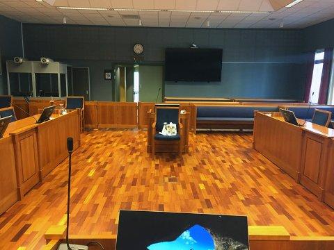 I etterkant av en straffesak som ble avholdt i rettssal 1 i Sarpsborg tinghus 1. april i år, har minst fem personer som var fysisk til stede under rettssaken fått påvist koronasmitte.