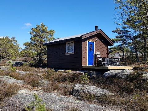 VED TURSTI: Onsøy har fått en ny hytte ved turstien fra Brekkehalsen til Valhall. (Foto: Privat)