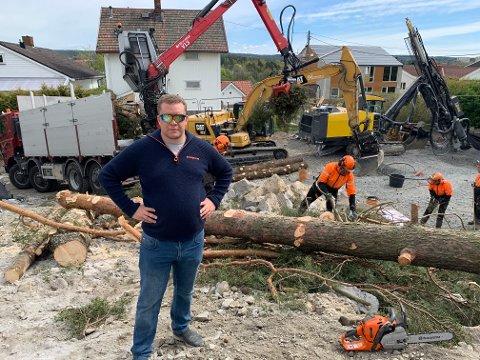 Andre Falchenberg vil bygge ut en eiendom på ett mål i et villaområde på Tomter. Det liker ikke naboene.