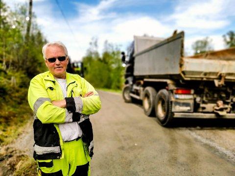 TAKKER FOR SEG: Etter 49,5 år i kommunen blir Thormod Jaavall pensjonist. Han skal fortsatt gå ettersøk for viltnemnda og holder muligheten åpen for å ta på seg noe buss- og lastebilkjøring. Men først skal han ta det med ro.