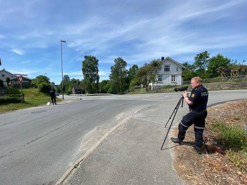 KONTROLLERTE: Politiførstebetjent Jahn Eirik Johansen i UP.