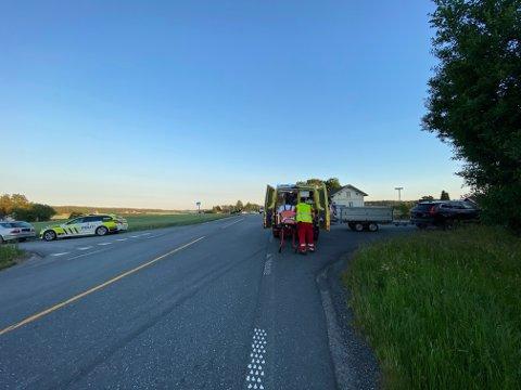 Begge de to mc-førerne ble tatt med til en sjekk hos legevakta, men det skal ikke ha vært snakk om alvorlige skader.