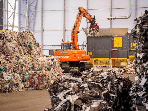 Resirkulert plast: Fortum planlegger å bygge Nordens største resirkulasjonsanlegg for plast på Holtskogen i Indre Østfold. Et slikt anlegg kan med full drift føre til en reduksjon på om lag 100.000 tonn CO2 i året.