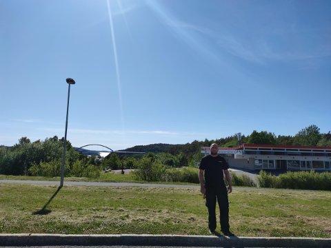Møtested: Pierre Daniel møter norske kunder ved den tidligere politistasjonen ved den gamle Svinesundbrua. Han driver bilverksted i Strömstad.