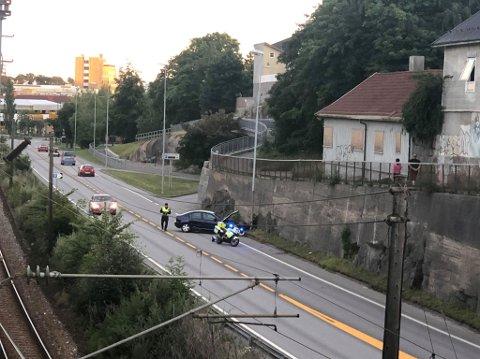 MANDAG KVELD: Trafikkulykke på riksvei 110 (innfartsåra) i Fredrikstad sentrum.