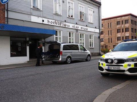 En person ble funnet død på et hotellrom på Hotell 1016 Olav Digre torsdag ettermiddag.
