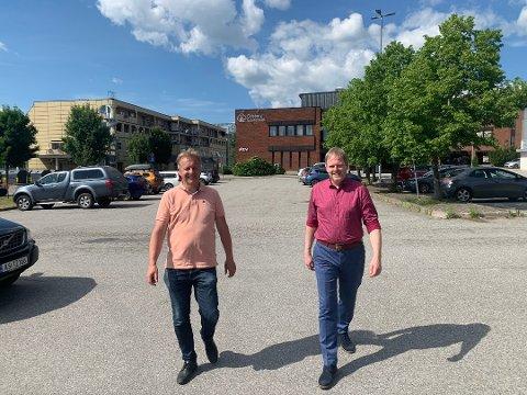 Ordfører Saxe Frøshaug (t.v.) og rådmann Georg Smedhus sier digitalisering av byggesaksbehandlingen også skal innføres i Indre Østfold kommune.