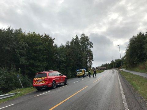 Brannvesenet og politiet var igjen på stedet etter at ambulanse tok med seg MC-føreren til Kalnes.