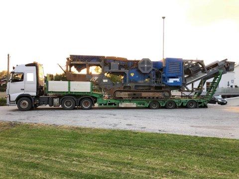 Dette vogntoget ble stanset i Spydeberg med for tung last. Nå transportfirmaet må betale dyre gebyrer.