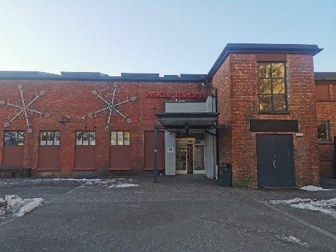 HOLDER ÅPENT: Askimtorget er åpent fra 10.00-12.00 lørdag. Da stenger de dørene ut måneden.