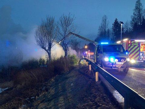 Det brant langs RV 22 natt til lørdag.