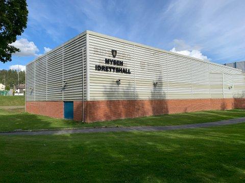 TYVER PÅ FERDE: Mobiltelefoner, bankkort og kontanter har forsvunnet under treninger i Mysen Idrettshall (tidligere Eidsberghallen) denne uken. Alle brukere av hallen oppfordres til å følge med framover.