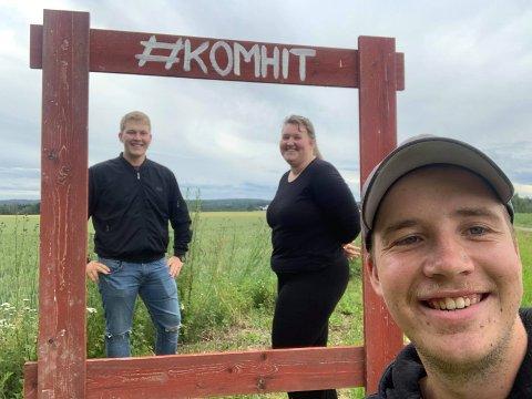 STØTTE NORSKE MATPRODUSENTER: Erlend Myhre Hammersborg (t.v), Anne Torp og Hans Kristian Lien fra Eidsberg og Hærland Bygdeungdomslag .