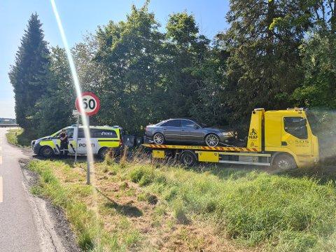 En bil kjørte av veien ved Elvestad ved 13.30-tiden.