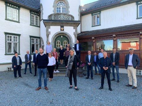 OPPROP: Fylkesordføreren og de trønderske ordførerene har bedt landbruksministeren og regjeringen om hjelp til å berge Trøndersk matfestival. Bildet er tatt på Bårdshaug der de fleste var samlet sist torsdag.