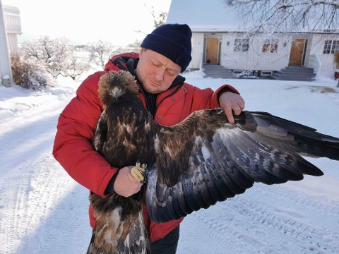 Buerebe: Ornitologe Tom Roger Østerås soptseste dïhte skaaroehtamme gïerkehtse Snåasesne lea starneminie daelie.