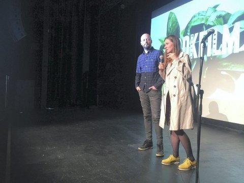 """TÅRER OG LATTER: Reaksjonane frå publikum har ikkje uteblitt. Weronica Nitsch og Alexander Vollevik Larsen har fått fleire prisar for """"Bjarne vil ikke på film"""". (Foto: Dag Indrebø)"""