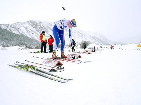Leirdalen: I Leirdalen var det ikkje snø nok til den oppsette sesongstarten 2. desember, ikkje til helga heller, Maria Lund og dei andre aktive får kanskje sjansen i bjødnaløypene seinare i vinter. (Arkivfoto)