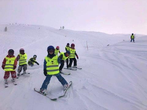 FLOTT TILBOD: Elevar som går på SFO ved Trudvang kan vera med i skibakken. (Foto: Trudvang skule)