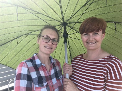 FESTIVALFORSKARAR: Anna Maria Urbaniak Brekke og Agnes Brudvik Engeset skal forske på Førdefestivalen. (Foto: Vestlandsforsking)