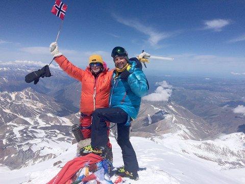 toppen: Jarle Mundal på toppen saman med Hilde Gunn Bjelde.